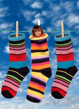Kinderen met sokken laten slapen