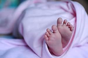 Baby slaapt voetjes