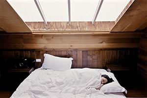 Ramen open op de slaapkamer
