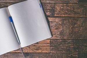 Notitieboekje naast bed