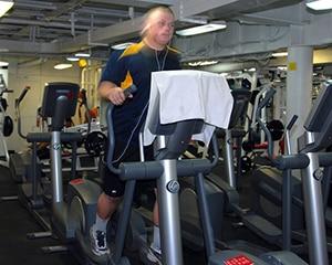 Sporten op crosstrainer