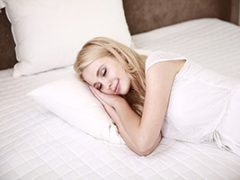 Slapen zonder kussen: dit zijn de voordelen en nadelen!