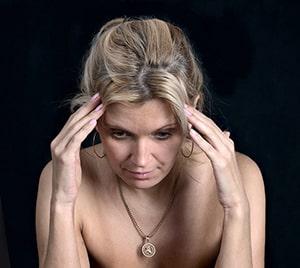 Vrouw migraine wakker worden