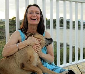 Vrouw tijdens de menopauze met een hond