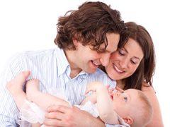 Trotse ouders met hun baby