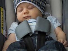 Hoe lang mag een baby slapen in een Maxi-Cosi?