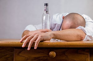 Dronken man slaapt