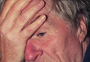 Oudere man met slapeloosheid